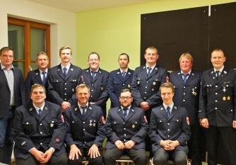 Gruppenbild aller Geehrten bei der Jahreshauptversammlung der Freiwilligen Feuerwehr Ellenbach