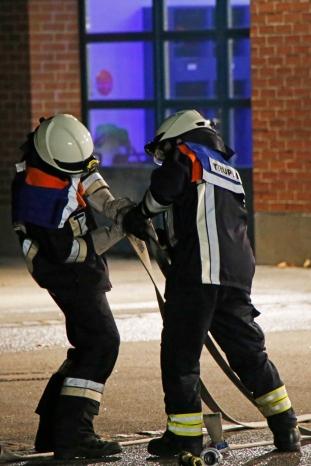 Zwei Feuerwehrleute im Löschtrupp. (Bild: Christina Bleisteiner / Freiwillige Feuerwehr Ellenbach)